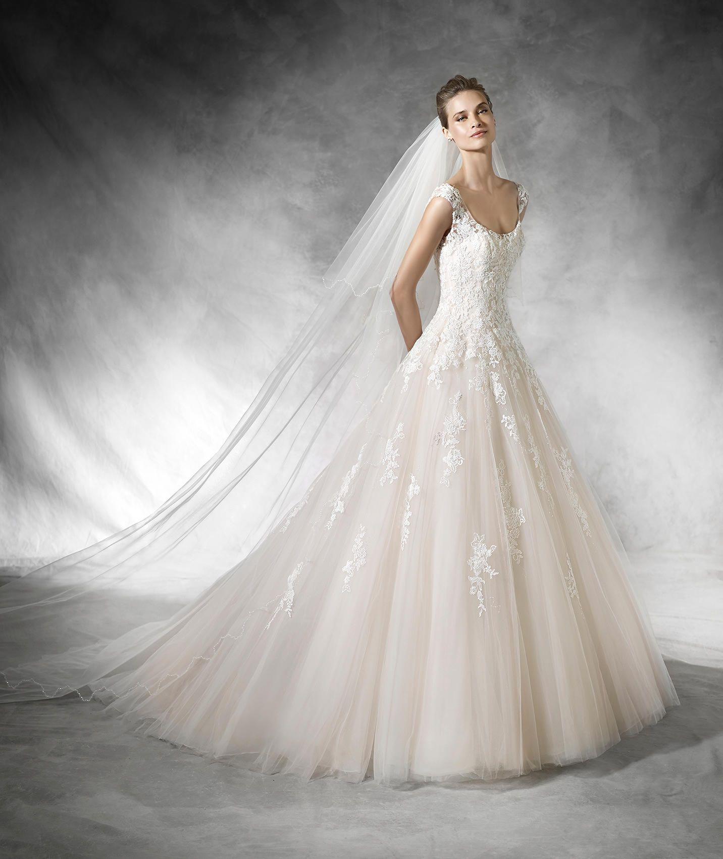 Bia, Brautkleid im Prinzessin-Stil mit Schmucksteinbesatz ...