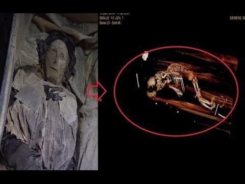 Obispo no estaba solo cuando lo sepultaron - LADY MACABRE