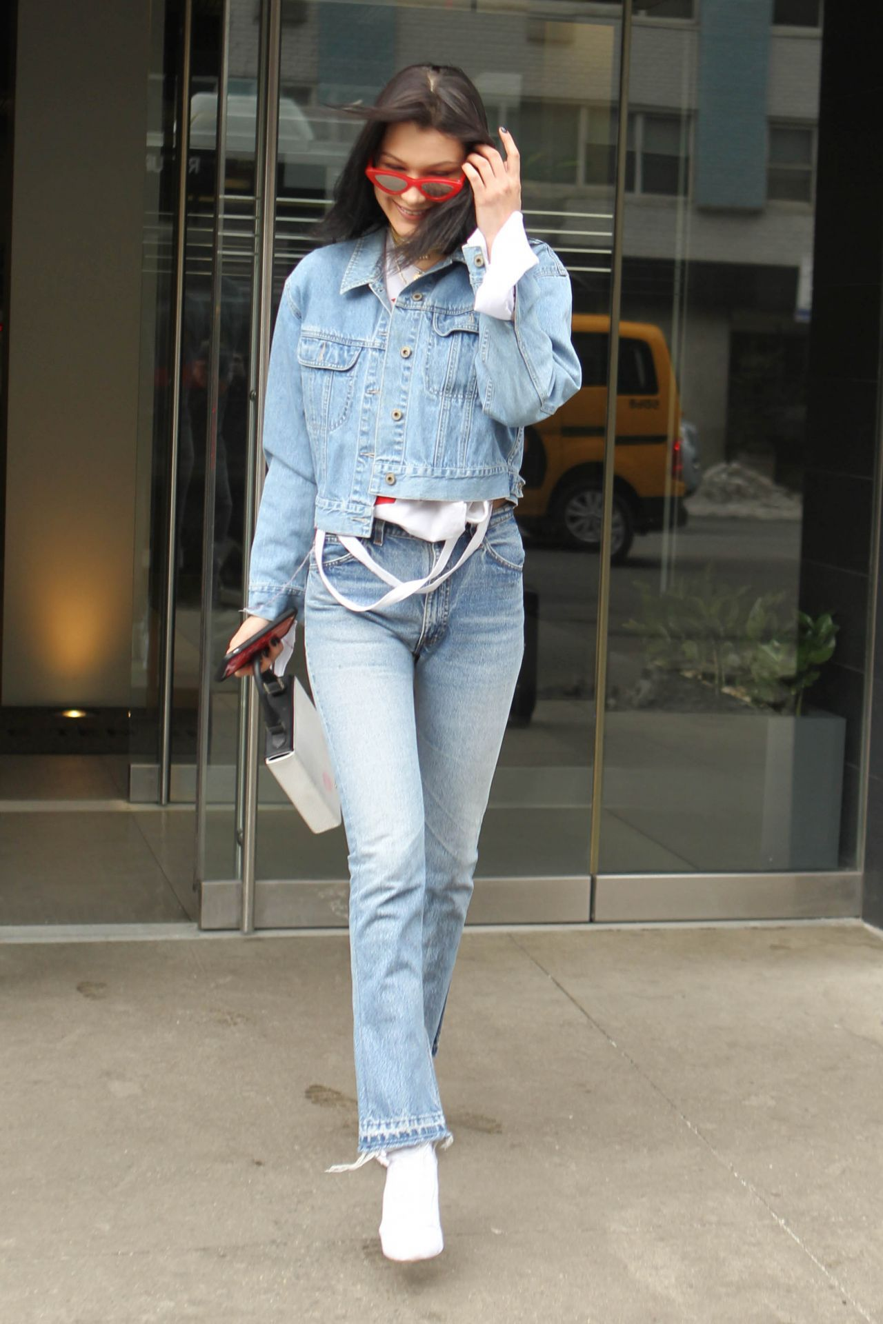 Bellahadid Bella Hadid Leaving Her Apartment In Manhattan 3 18 Inside Flats Khaky