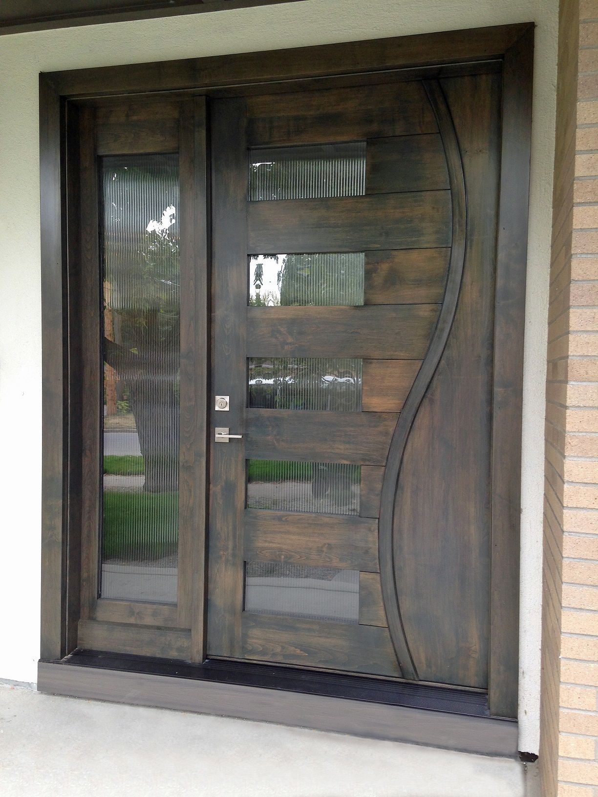 This Entry Door Unit Features Horizontal Planks With Vertical