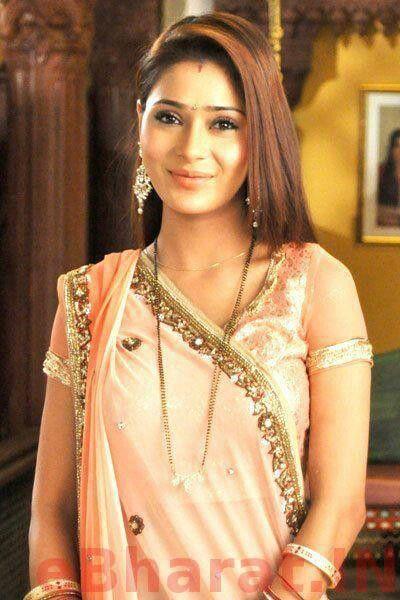 Sara Khan In Saree