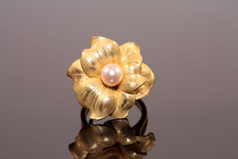 Estate Annamaria Cammilli Floral Pearl Ring