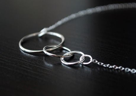 circle necklace. simply perfect.