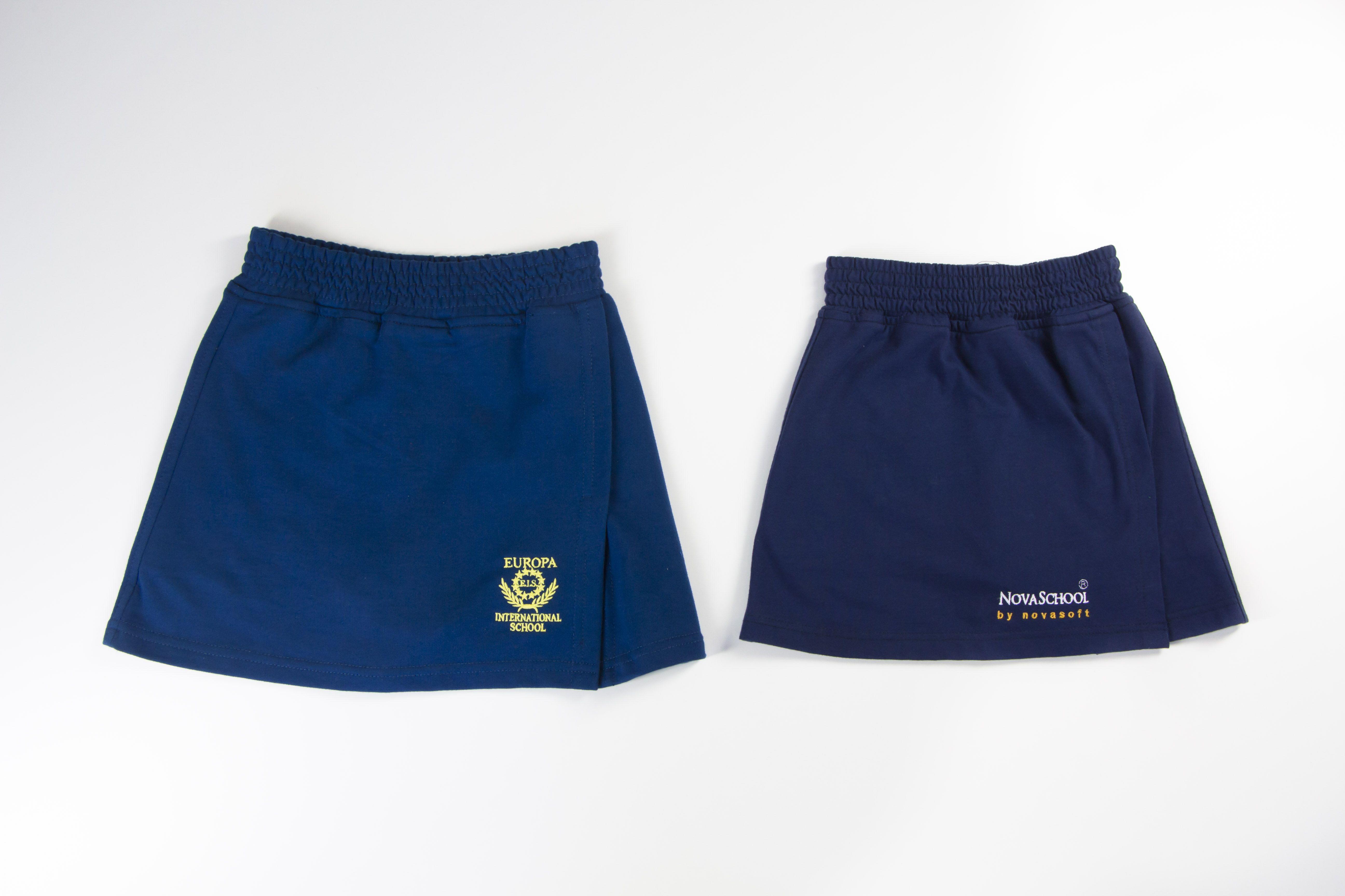 f084b01f76 La falda pantalón de Camacho Uniformes Escolares otorga una mayor movilidad  y comodidad a las niñas en su día a día escolar.