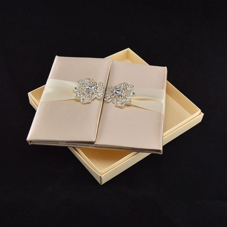 Silk Satin Folio Box Wedding Invitation Including Paper Mail And Ribbon Rhinestone Pair Buckle