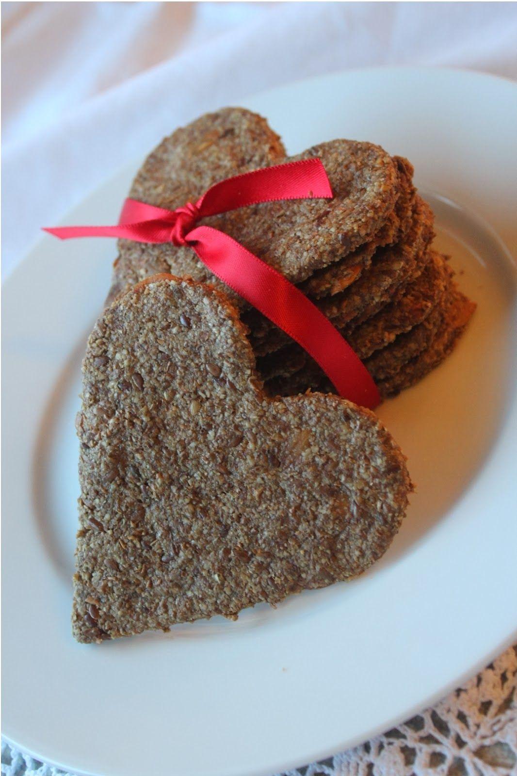 Hjerteformede knekkebrød må da være perfekt til frokost på Valentinsdagen som nå nærmer seg...        Oppskrift   200 g solsikkekjerner - ma...