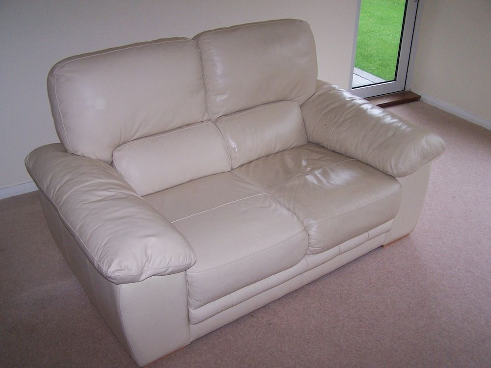 How To Clean Cream Leather Sofas In 2020 White Leather Sofas Leather Sofa Clean White Leather