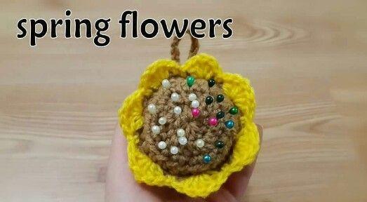 Crochet flower ( pins holder )