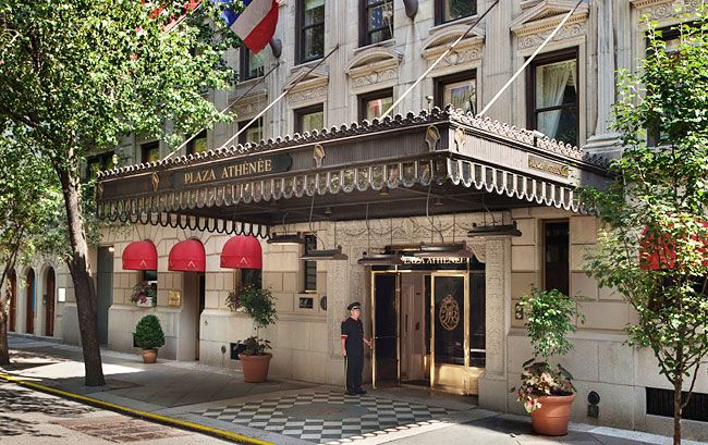 12 Perfect Hotels Near Nyc S Best Ping Streets Photo Hotel Plaza Athenee New York