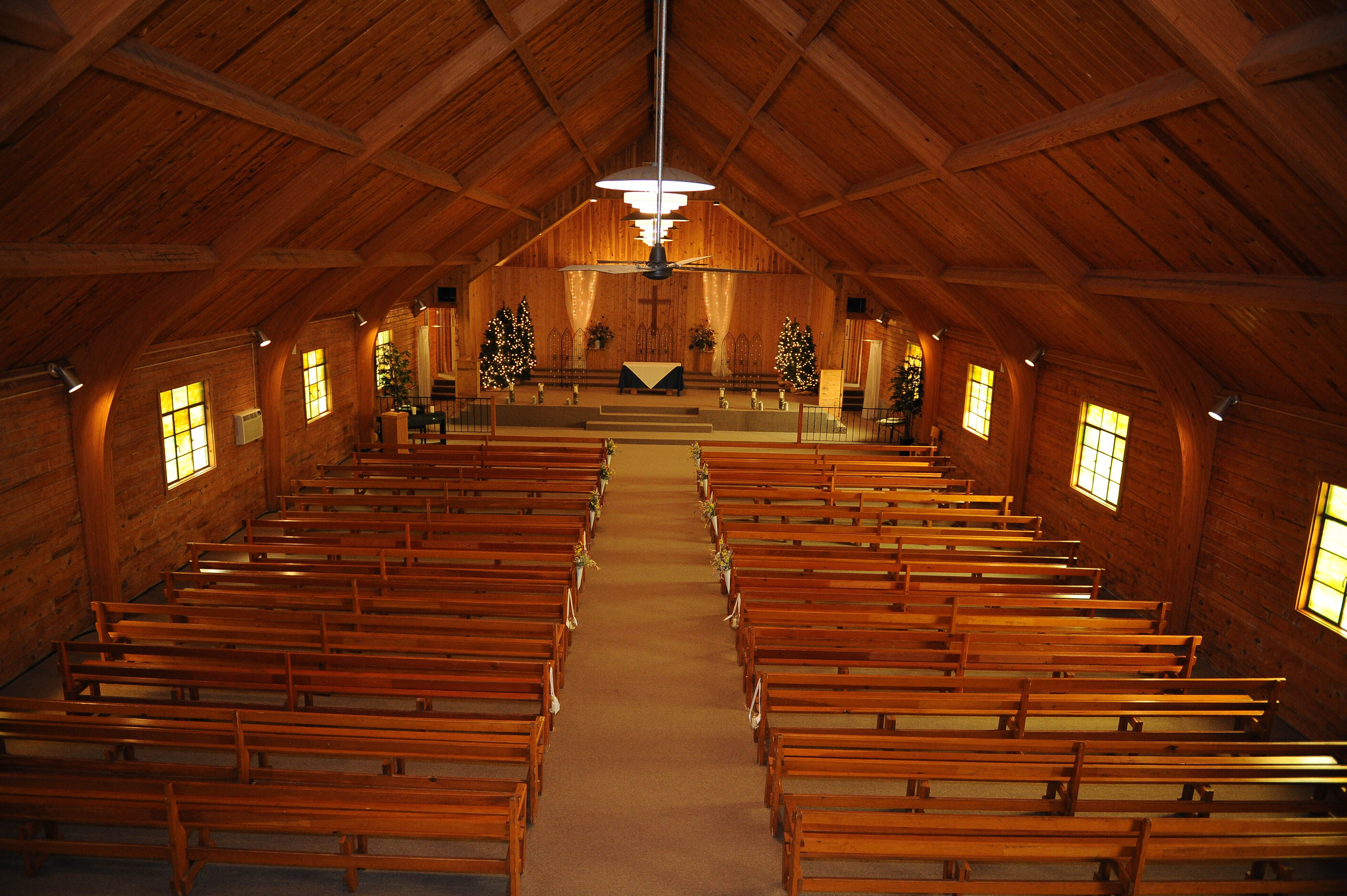 the chapel at the historic pinecrest event center in palmer lake