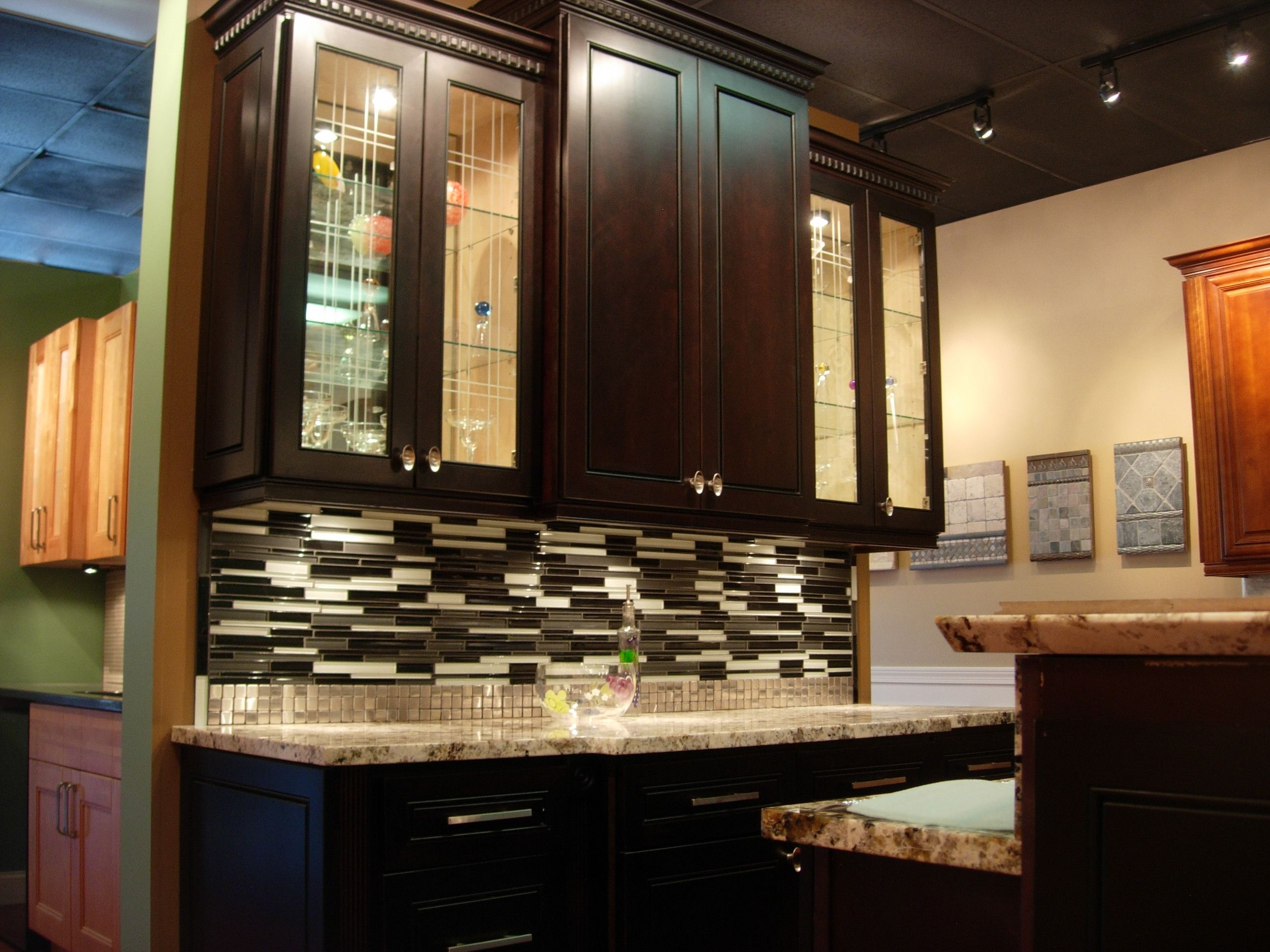 Classic espresso ready to assemble kitchen cabinets rta ship - Love The Backsplash And Upper Cabinets Espresso Kitchen