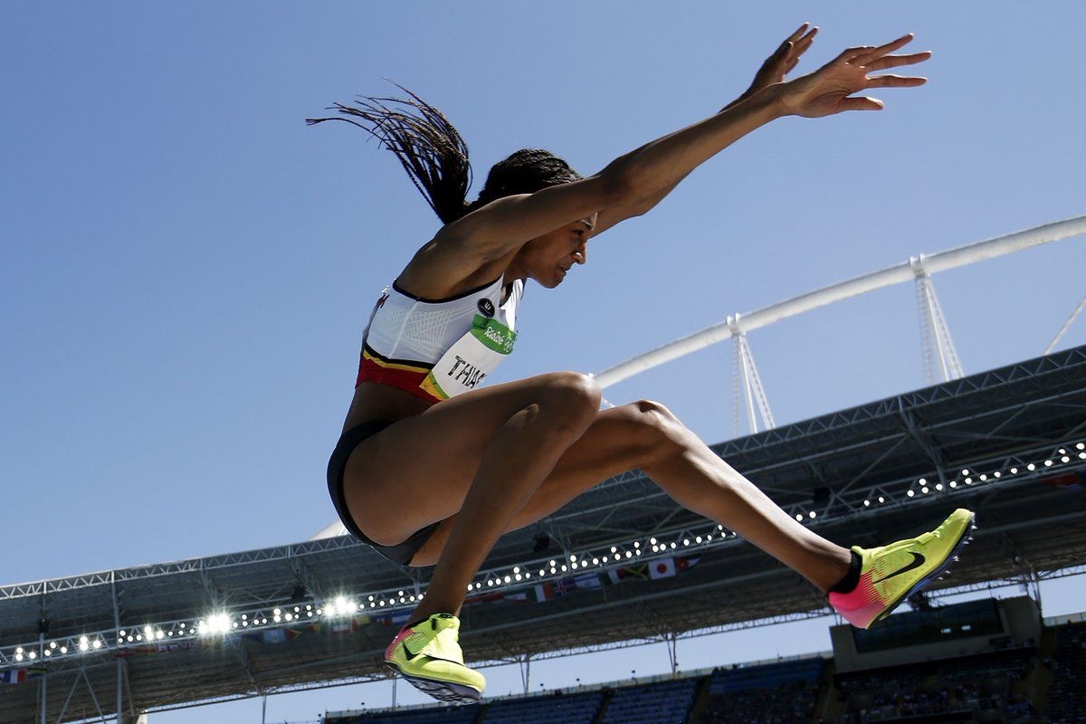 It's going down to the wire in the heptathlon. @thiam_nafi & @J_Ennis are only 5pts apart.
