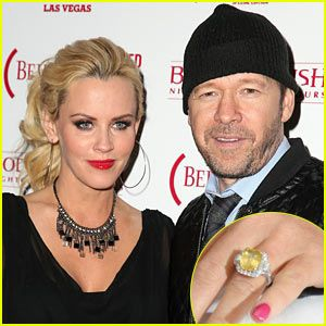 Jenny Mccarthy Donnie Wahlberg Engaged Announce News On The View See Her Engagement Ring Here And Walhberg Just Announced That
