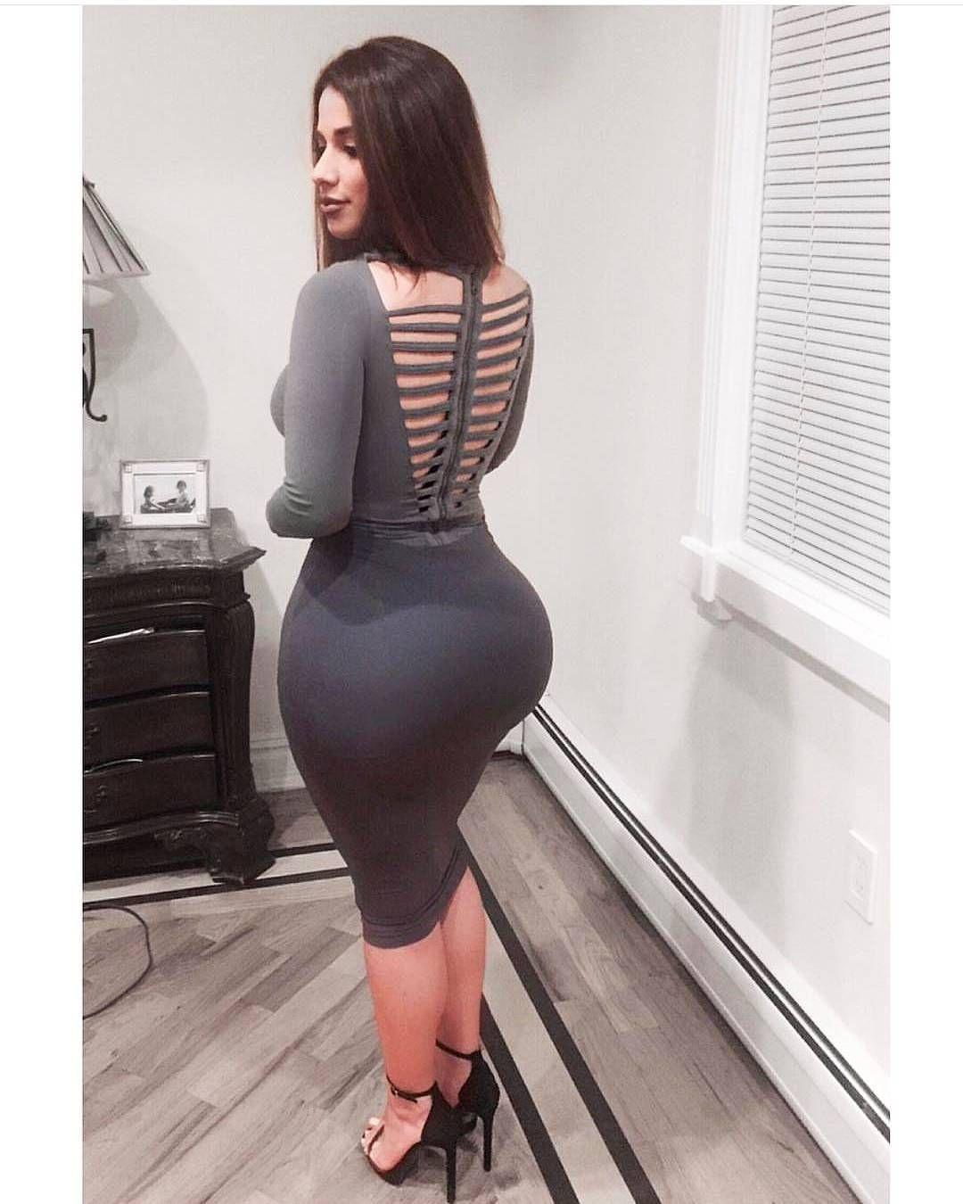 Большие жопы и бедра у женщин в обтягивающей одежде фото