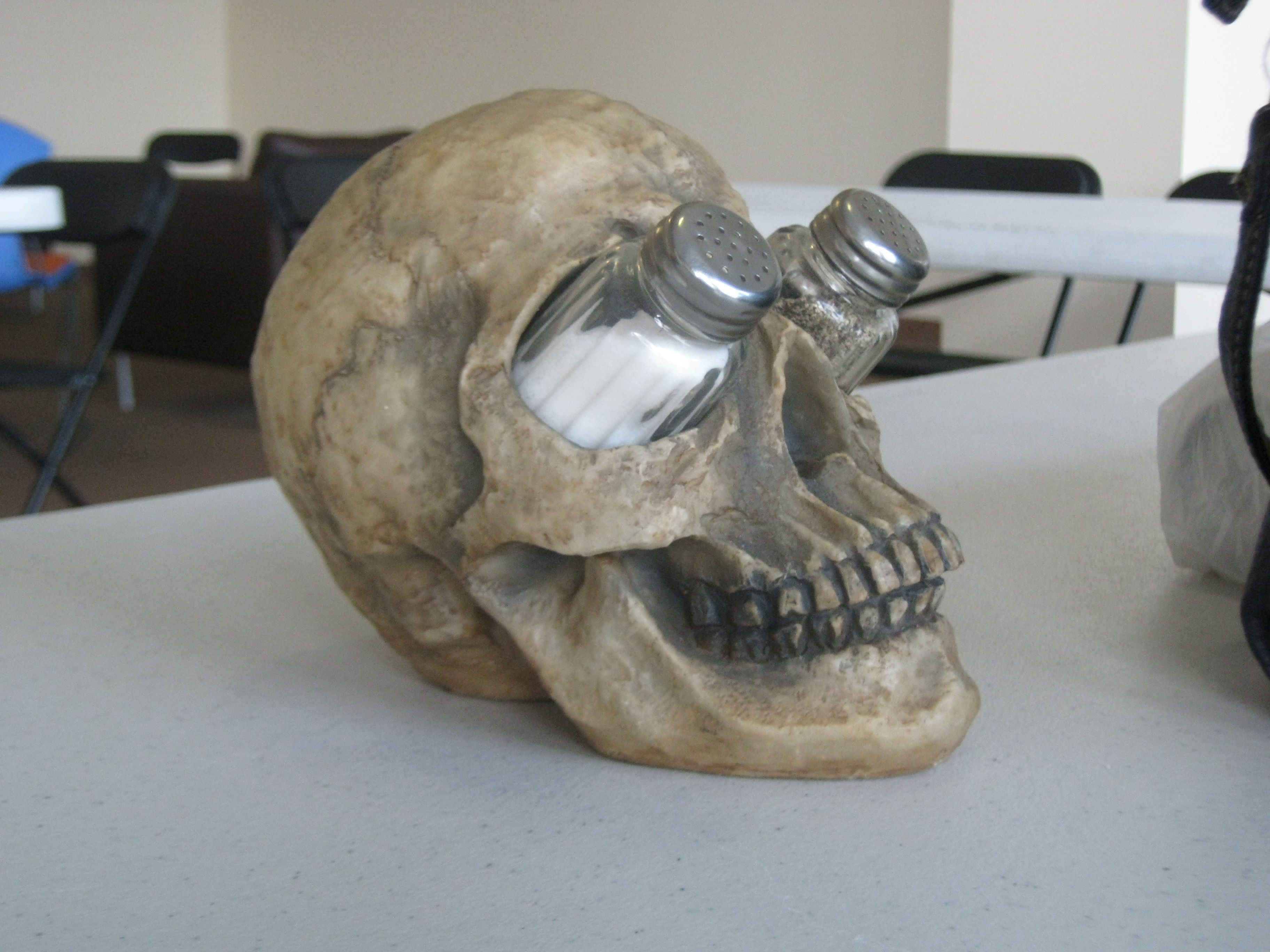 Halloween skulls decoration - Salt N Pepper Holder For Halloween Buffet Table