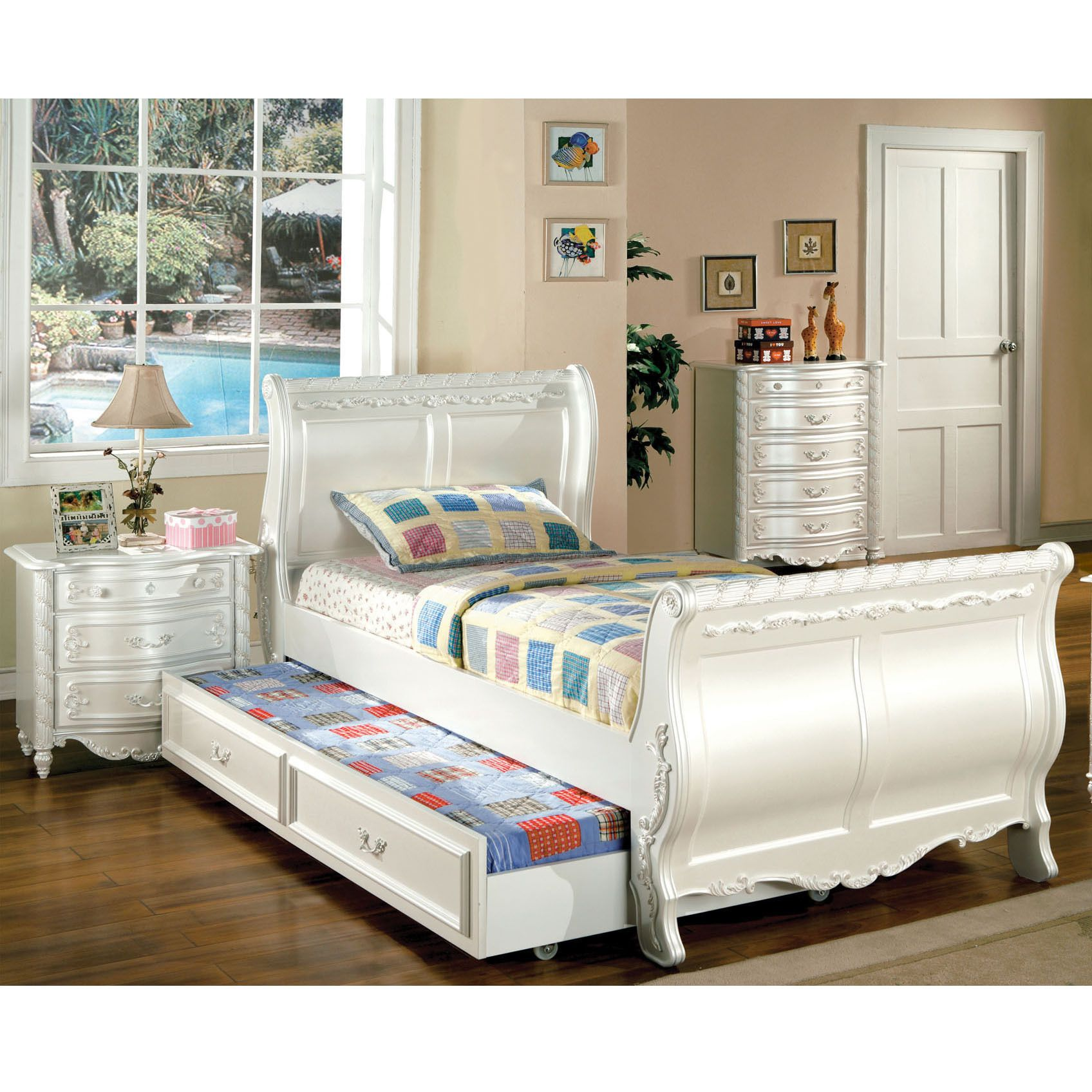 Luminate your young child\'s bedroom with this intricately designed ...