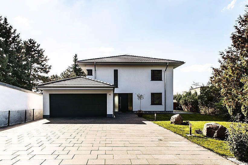 Mediterrane Stadtvilla mit Zeltdach - Tauber Architekten und ...