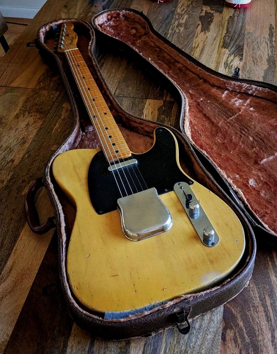 hight resolution of early 1950 s fender telecaster