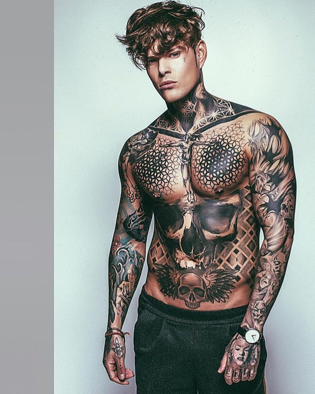 """Photo of Kyle Beaumont – SC beaumonty89 sur Instagram: «@rvds 📸. . . . Besoin de me connecter à nouveau avec mon g @rvds dès que possible et de faire encore plus de coups de feu! Les gars un génie 🖤. . . . #ink # tatouage… """""""