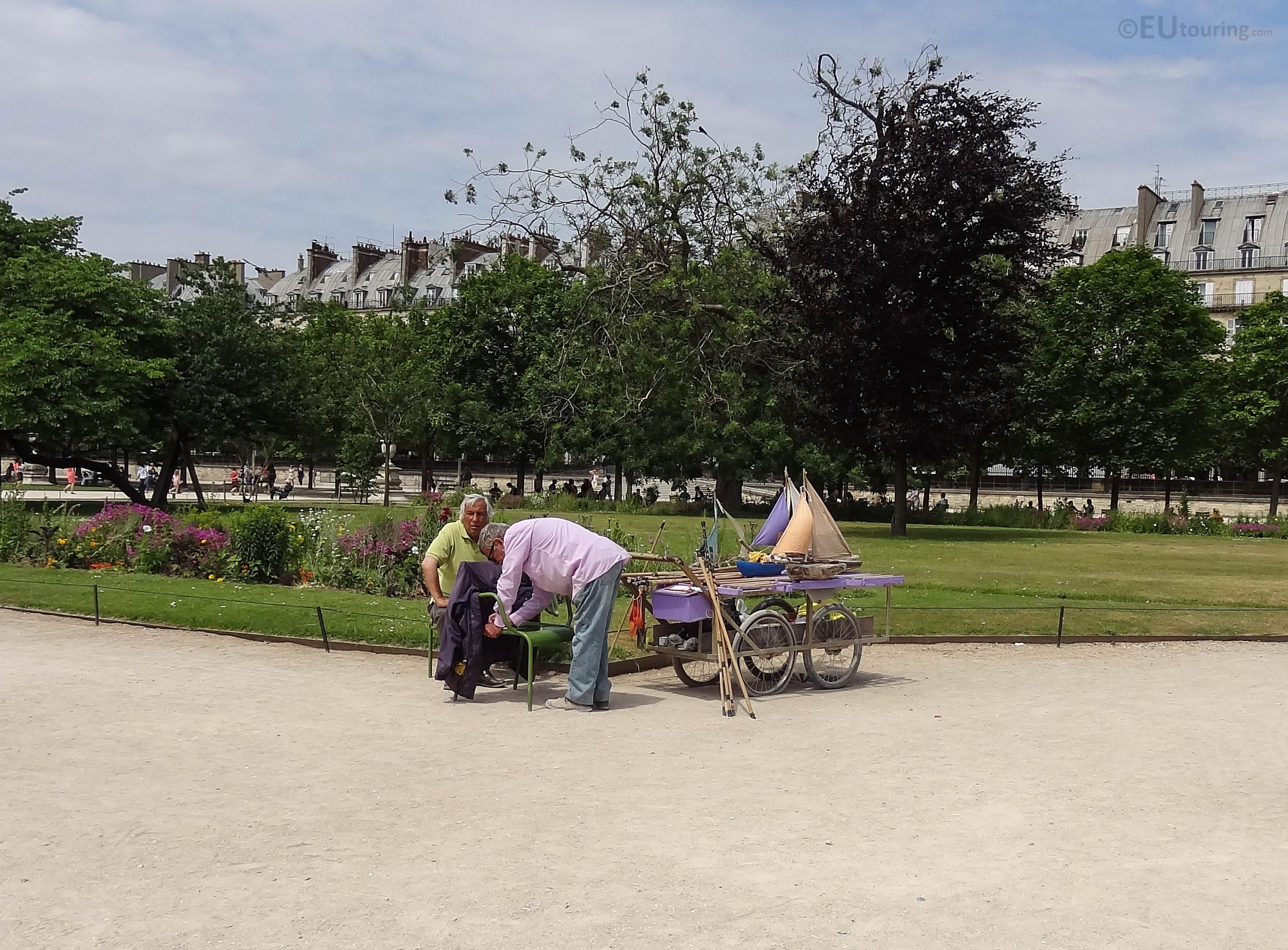 Map of attractions and photos inside Tuileries