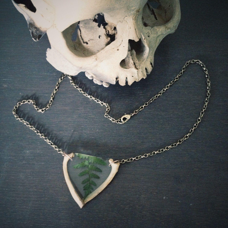 FOXY FERN II Necklace - fern, fox rib bones, ice resin, one of a kind, ooak, unique - door thenumberthirteen op Etsy https://www.etsy.com/nl/listing/246681313/foxy-fern-ii-necklace-fern-fox-rib-bones