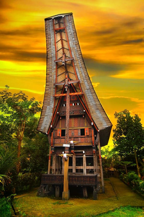 As you fly over Toraja, coming in via the South, you will see the small villages scattered in between the mountains covered with bamboo and veiled in mist. Most houses have the typical boat-shaped roofs, which, nowadays, are predominantly made of iron.