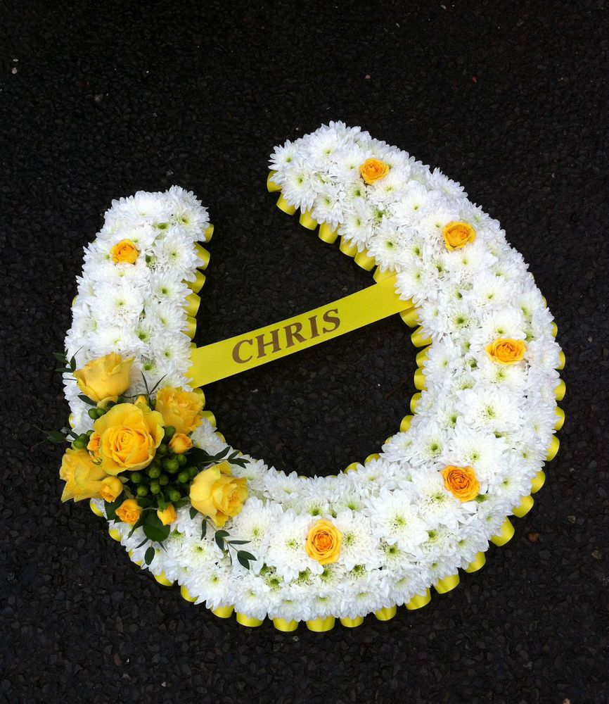 Fresh Flower Horseshoe Funeral Tribute Deliverycollect West Sussex