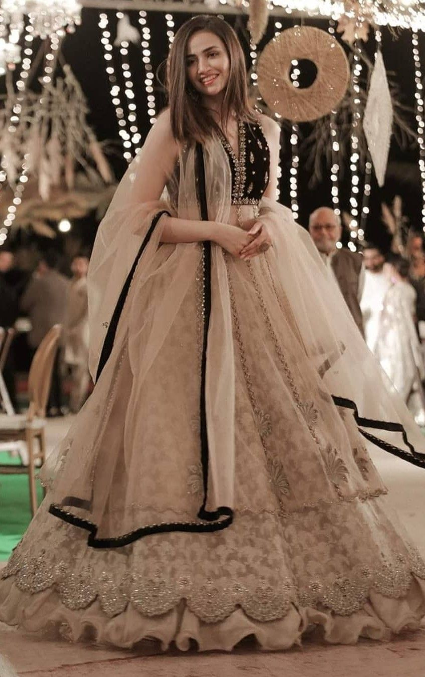 Pin By Noor Fatima On Celebs Indian Bridal Outfits Indian Fashion Dresses Party Wear Indian Dresses [ 1350 x 847 Pixel ]