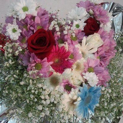 Centro De Flores Con Forma De Corazon Son Flores Variadas Rosas