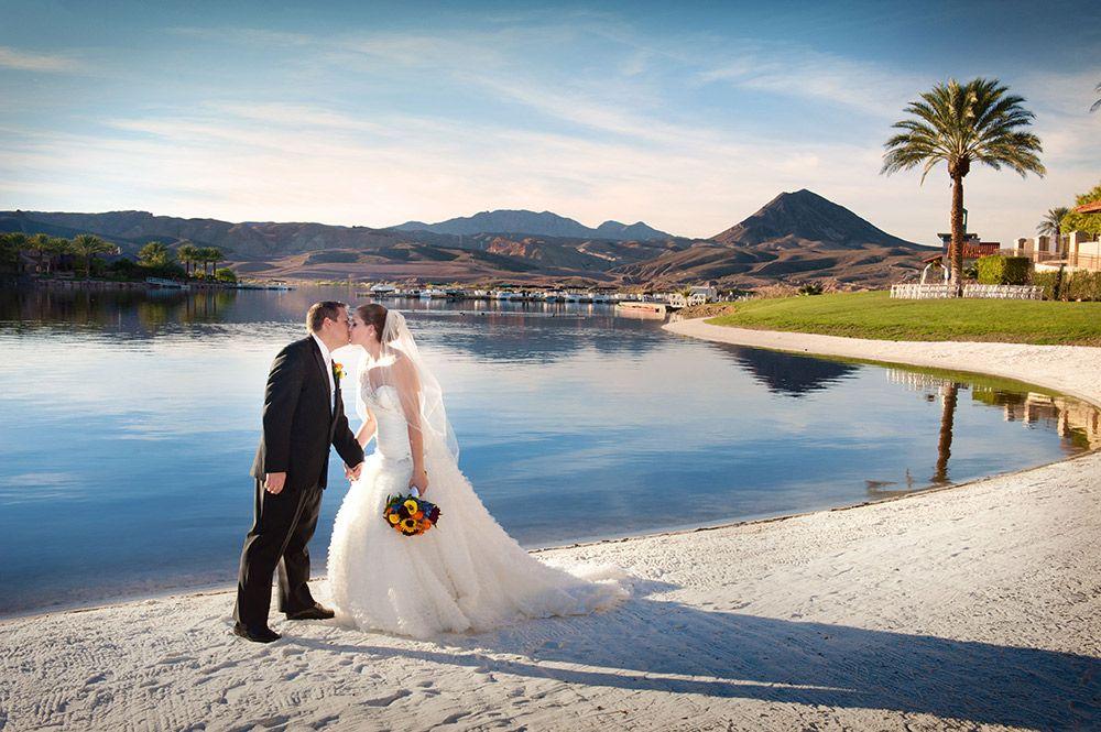 Beautiful lakeside wedding at the lake club at lake las