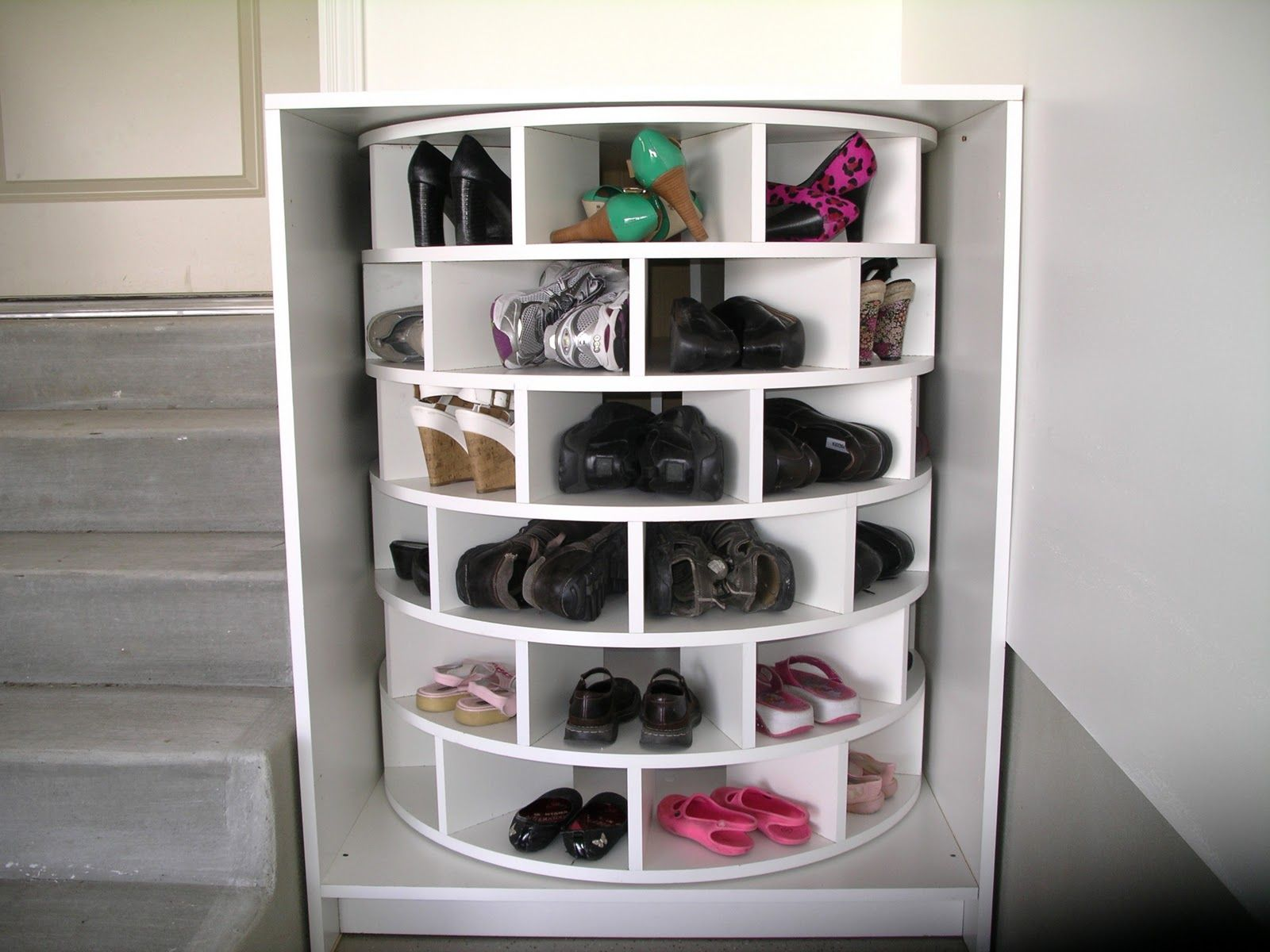 comment fabriquer une armoire chaussures diy. Black Bedroom Furniture Sets. Home Design Ideas