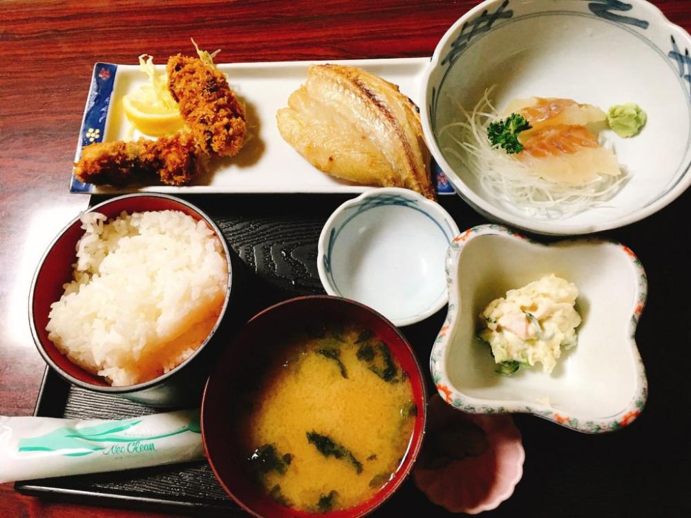 金彦魚店 新鮮魚料理500円定食 超絶美味しいあら汁は0円の奇跡 山形愛 美味しい 食べ物のアイデア 定食
