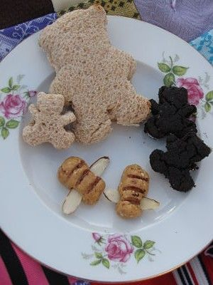 Peanut Butter and Honey Sandwiches, which were cut with teddy bear cookie cutters. We also had Baskets of Blackberries (details can be found...
