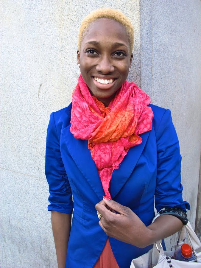 Street Style inspiration: coral scarf with cobalt