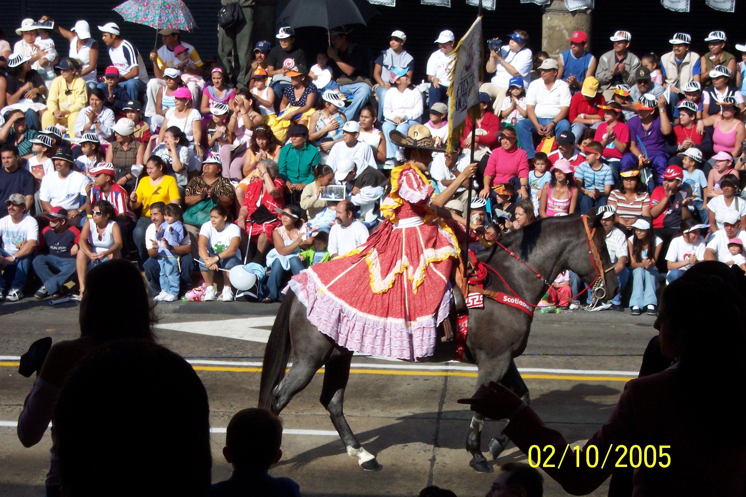 Escaramuza en desfile.    Av. 16 de septiembre Guadalajara, Jal.