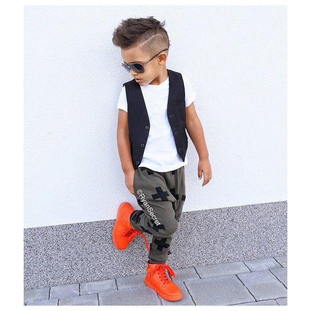 Meninos Estilosos Moda Infantil Masculina #boys Fashionistas do Instagram - Tênis Laranja da Gucci @childsplayclothing  #dolcegabbana #fashionkid #kidsfashion #fashionkids #kidswithstyle #gucci