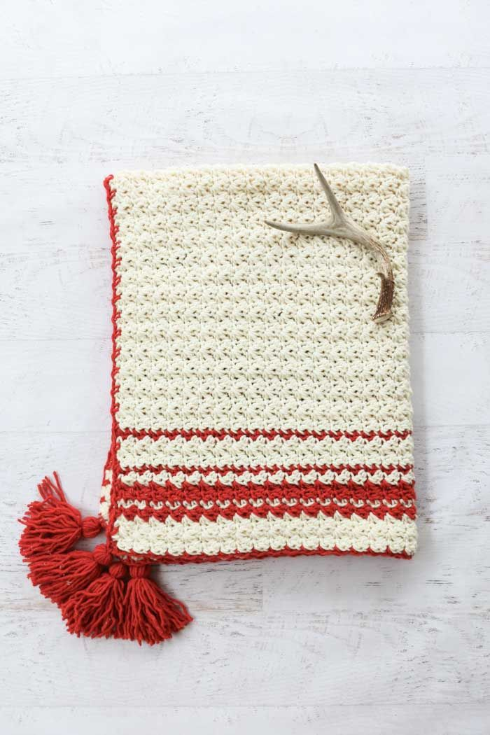 Hygge Holiday Free Beginner Crochet Blanket Pattern - Easy!