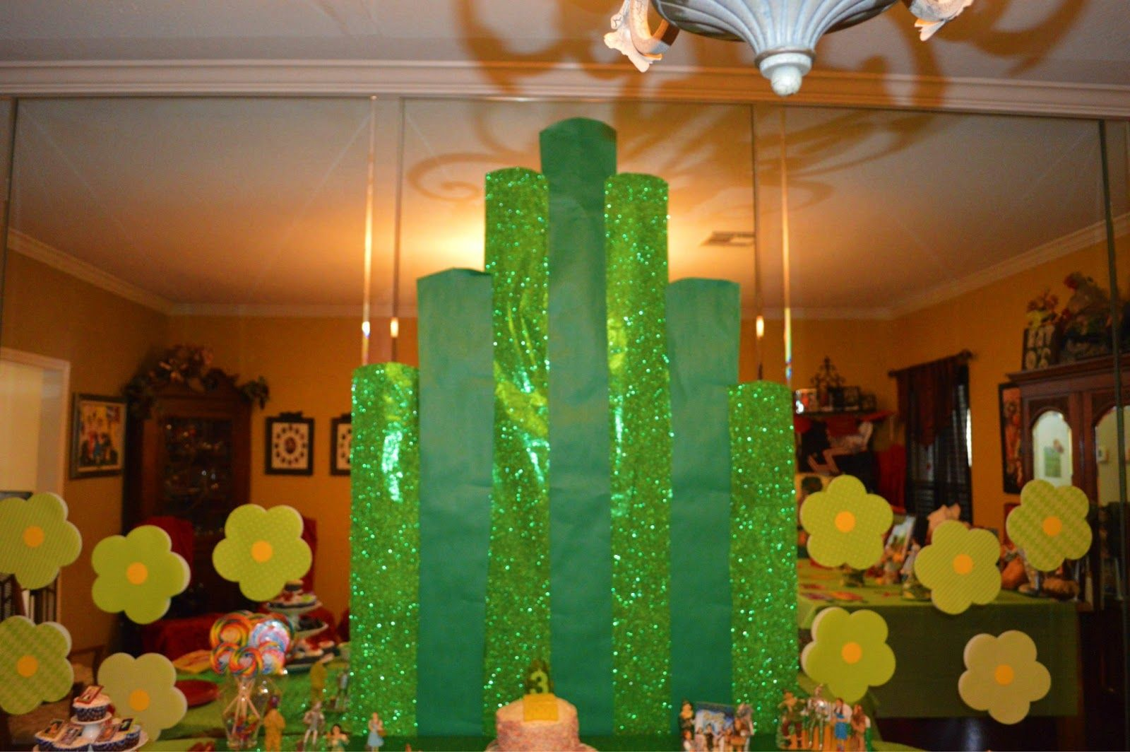 Wizard Of Oz Party Decorations The Keierleber Family Wizard Of Oz Party Food And Decor