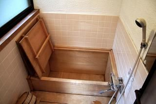 Bagno Giapponese ~ Often referred to as ofuro in japan these soaking tubs are