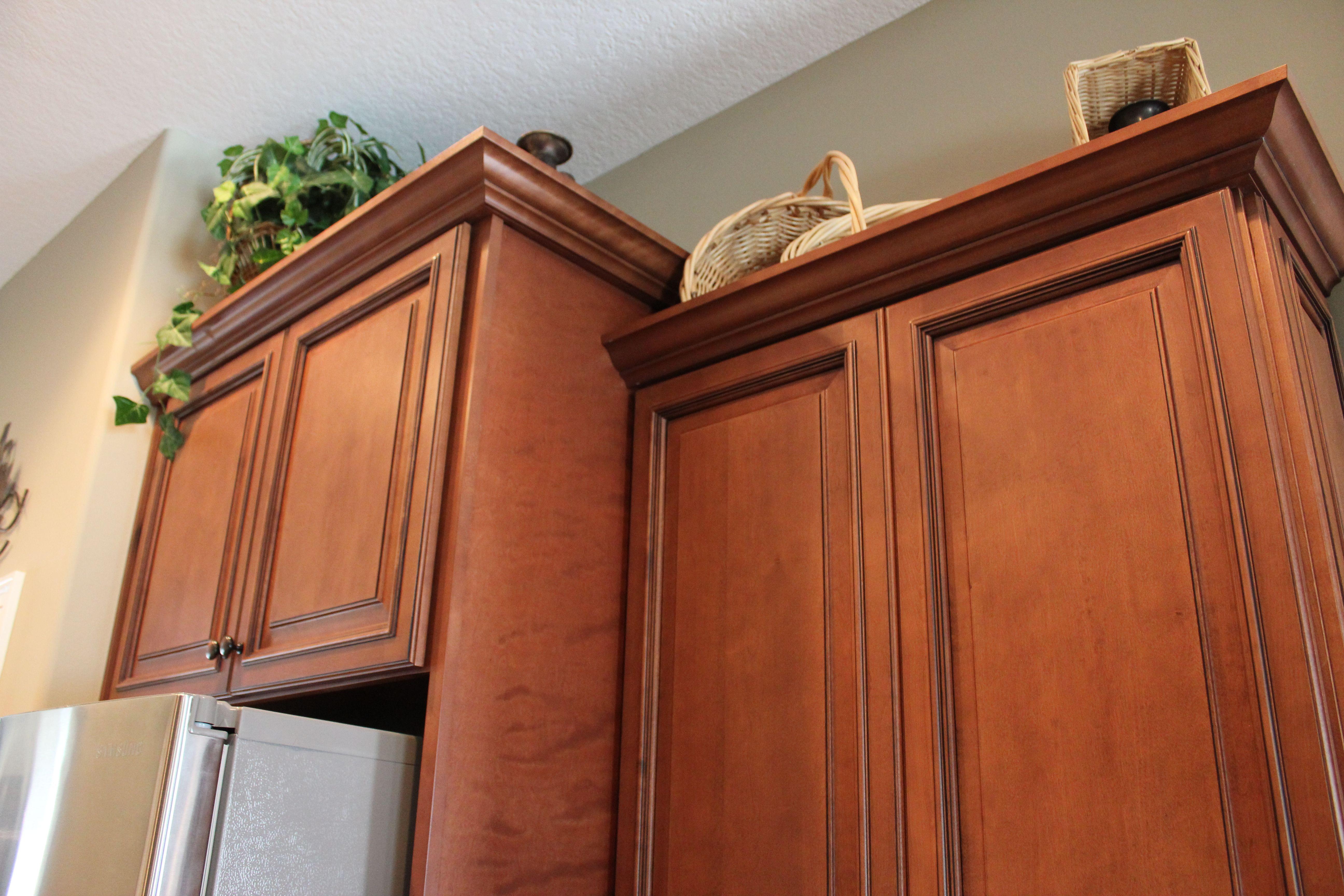 Fabuwood Cabinetry Wellington Door Style Cinnamon Glaze Raised Center Panels Kitc Cabinet Molding Kitchen Cabinet Crown Molding Cabinets With Crown Molding