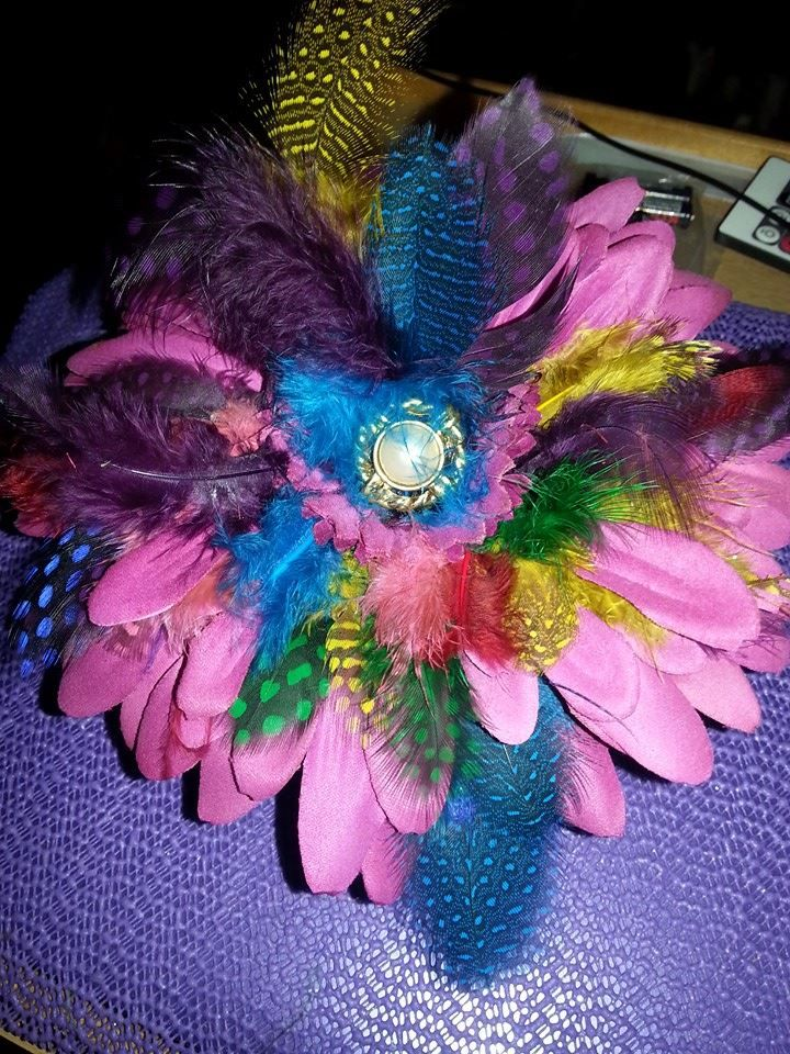 Feather and flower cupcake