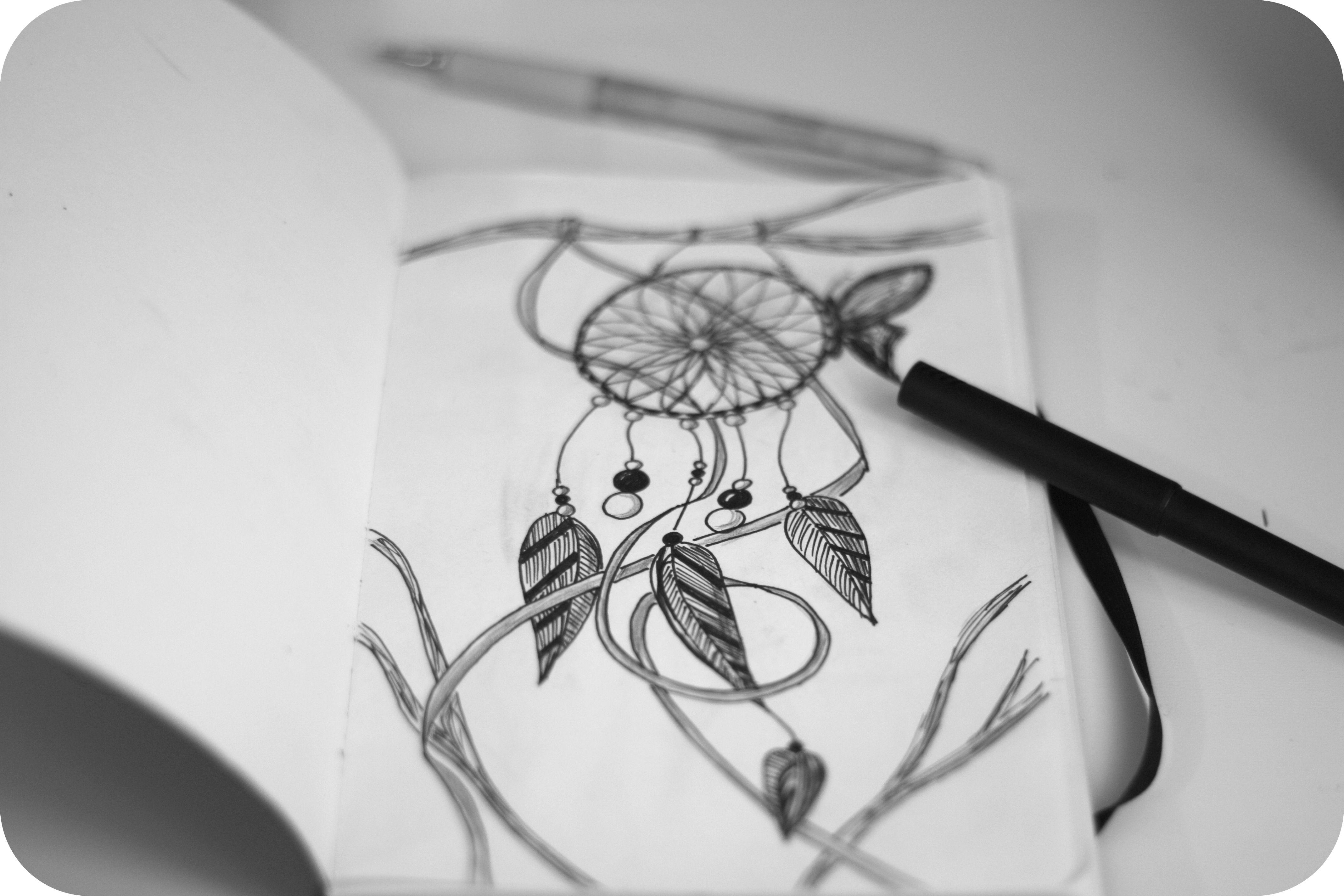 premier dessin sur mon nouveau carnet, un dreamcatcher