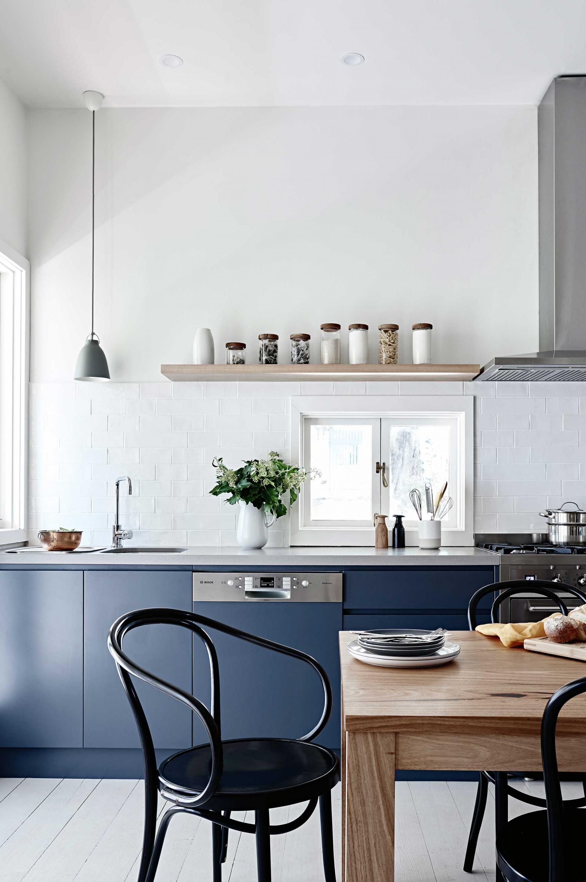 Amazing Black Kitchen Cabinets That Are Right on Trend for 2018 ...