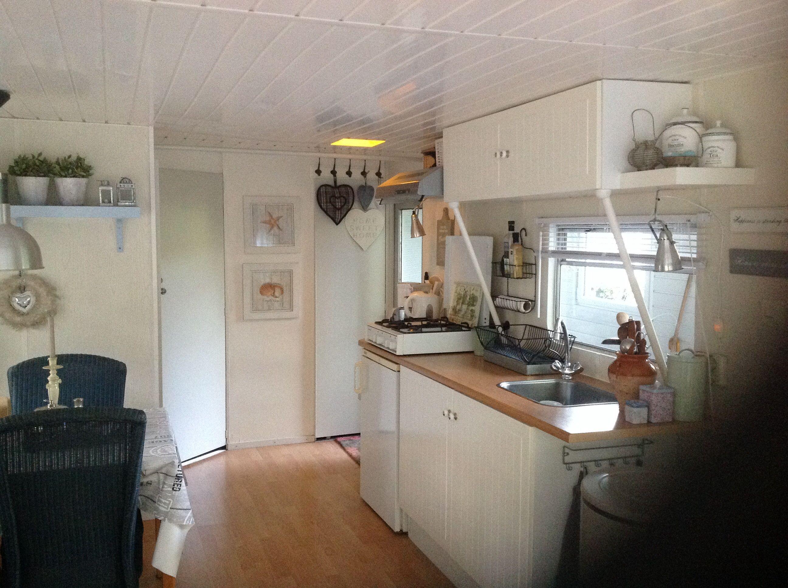 Caravan Kastje Badkamer : Diessen het keukentje met kastjes van ikea de bovenkastjes zijn