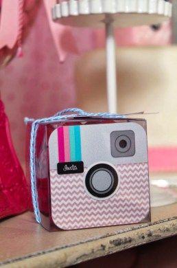 tema-festa-infantil-midias-sociais-festa-instagram-pink-e-chevron-lembrancinha
