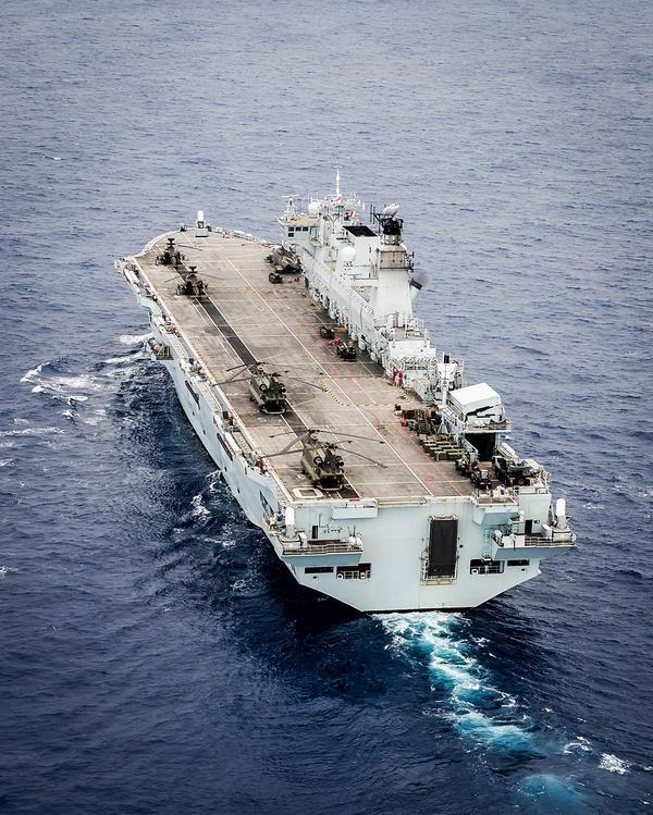 비겐의 무기사진 전문 이글루입니다 : Merlin과 Chinook 헬기 탑재한 영국해군 헬기 상륙함 Ocean