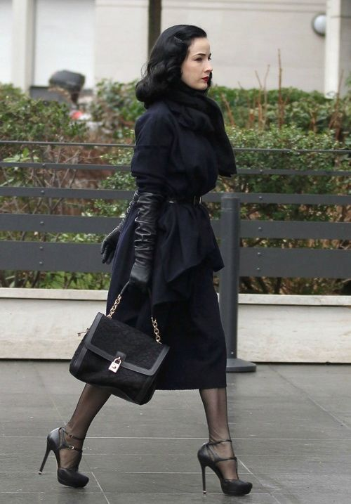 Petite celebrities : Dita von Teese :: I need to wear an outfit inspired by this, in the fall. By all means. #glamourandmodest #falltumblr