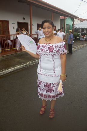 Desfile de las mil polleras – Las Tablas Panama – Panama-Pollera.com