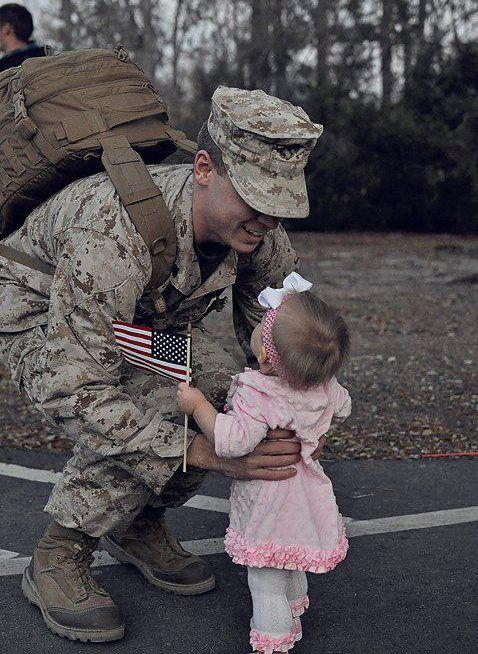 Baby Girl Meeting Her Military Dad For The First Time So -7597