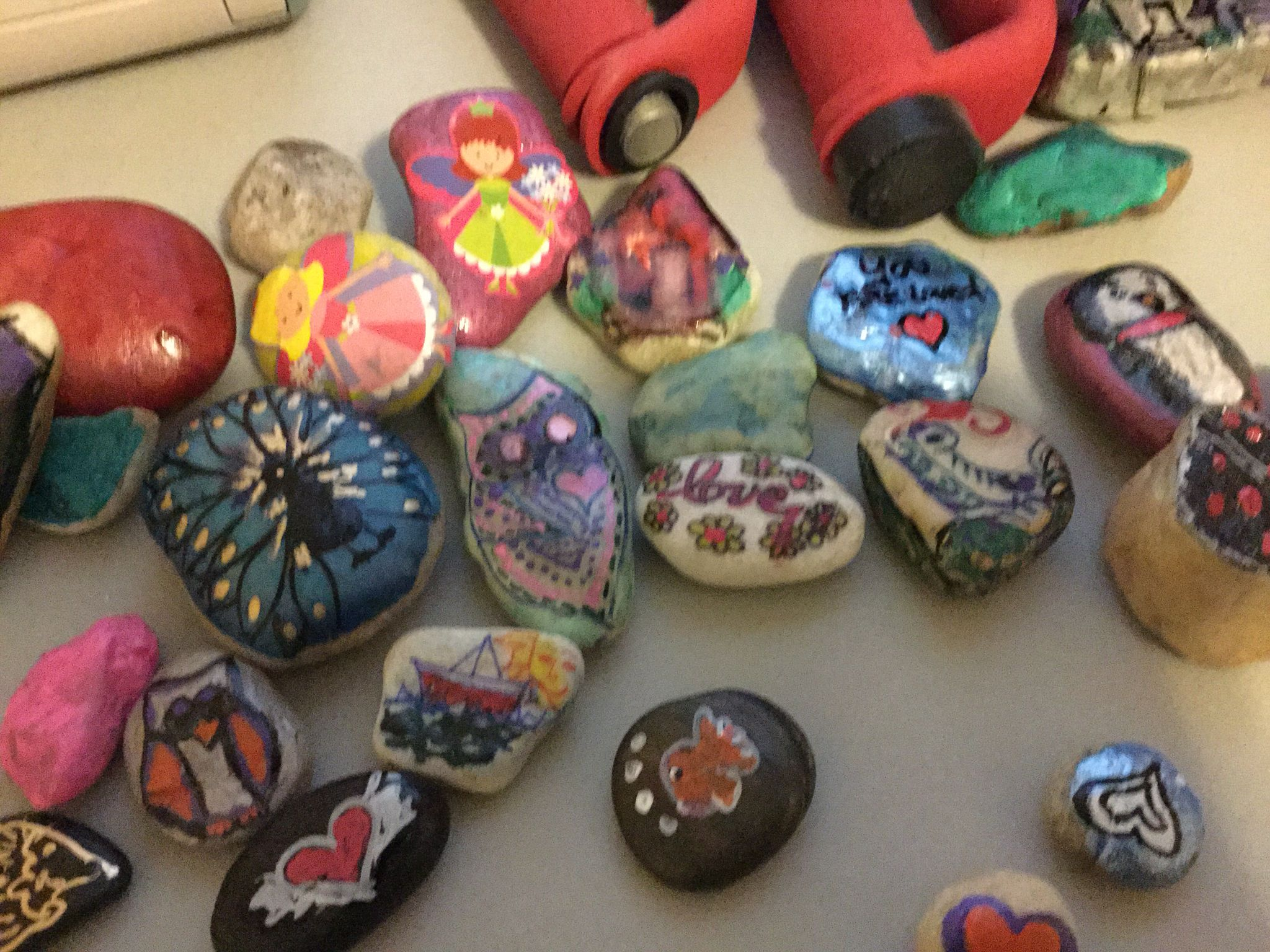 Rock painting!! So much fun!! Try it yourself!!
